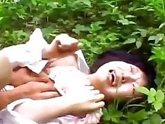 Perv disgraces random Japanese girl in a public park
